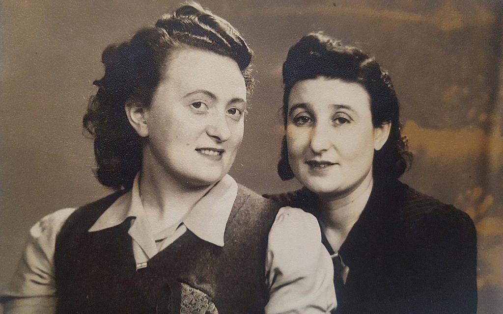 Genya Morag, à gauche, et Malka Goldman en Suède après la guerre, en 1946. (Crédit : Stanley Goldman)