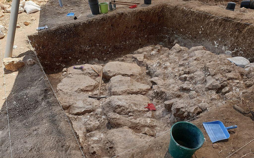 Vue des fortifications du début de l'âge de pierre de Gath (Crédit : Aren Maeir/Tell es-Safi/Gath Archaeological Project)
