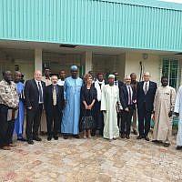 Une délégation de représentants des ministères israéliens avec des responsables tchadiens au Tchad, en août 2019 (Crédit : ministère de l'Economie et du Commerce)