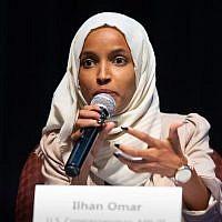 La représentante Ilhan Omar durant un meeting de la commuauté Sabathani à Minneapolis, Minnesota, le 18 juillet 2019. (Crédit : Kerem Yucel / AFP)