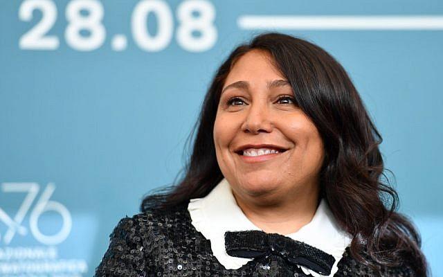 """La cinéaste saoudienne Haifaa al-Mansour le 29 août 2019 présente son filme """"The Perfect Candidate"""" à la 76e édition de la Mostra de Venise, (Crédit : Alberto PIZZOLI / AFP)"""