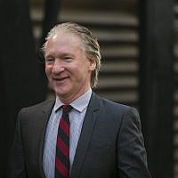 Bill Maher arrive à la fête de Vanity Fair pour les Oscars, le 2 mars 2014, à West Hollywood, Californie. (Crédit : AFP PHOTO/ADRIAN SANCHEZ-GONZALEZ)