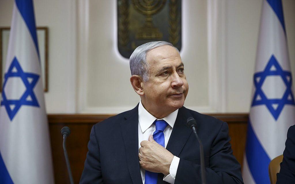 Le Premier ministre Benjamin Netanyahu préside la réunion hebdomadaire du cabinet dans son bureau à Jérusalem, le 30 juin 2019. (Oded Balilty / AP)