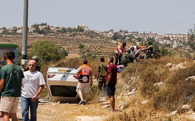 La scène d'un attentat à la voiture piégée à proximité de Elazar, le 16 août 2019. (Gershon Elinson / Flash90)