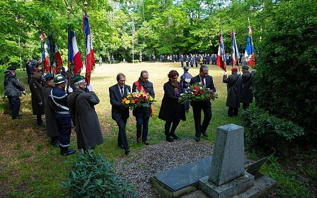 Hommage de la ville de Carcassonne aux victimes de l'explosion de la clairière de Baudrigues, le 9 mai 2019. (Crédit : Julien Roche / Ville de Carcassonne / Facebook)