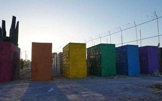 La partie LGBT aux couleurs de l'arc-en-ciel du mémorial de l'Holocauste d'Ait Faska, à proximité de Marrakech, au Maroc. (Crédit : PixelHelper)