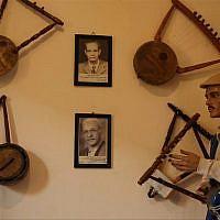 Un atelier de semsemia, une harpe traditionnelle égyptienne, au Caire. (Créditt : AFPTV)