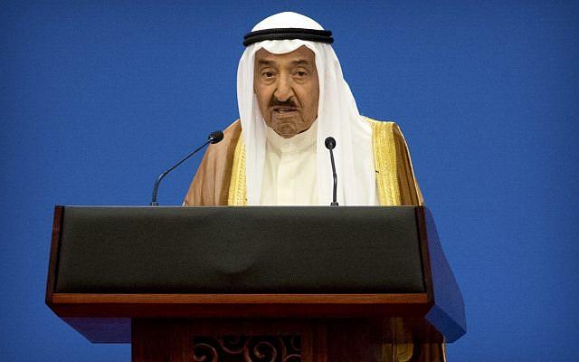 L'émir du Koweït, cheikh Sabah al-Ahmad al-Jaber al-Sabah, le 10 juillet 2018. (Crédit : AP Photo/Mark Schiefelbein)