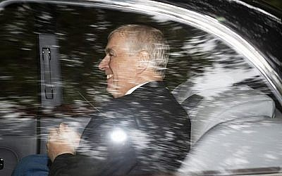 Le Prince Andrew, duc de York, quitte Crathie Kirk, après une messe du dimanche à Crathie, en Écosse, le 11 août 2019. (Crédit : Jane Barlow/PA via AP)