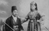 Un couple de Juifs séfarades de Sarajevo en habits traditionnels, en 1900. (Domaine public)
