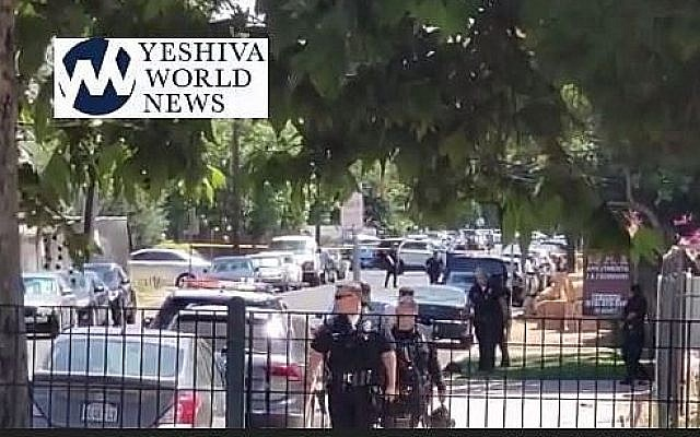 La police intervient après qu'un homme a tiré sur un bâtiment juif avec une carabine à air comprimé, en Californie. (Crédit : capture vidéo / Yeshiva World News)