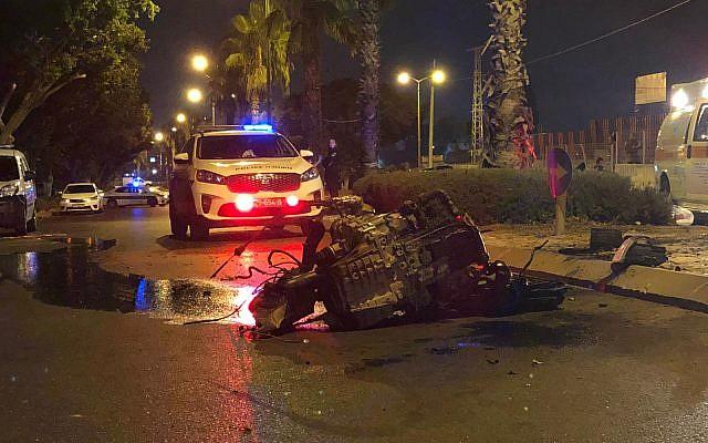 Un accident de voiture mortel survenu à Ashkelon, le 29 août 2019. (Crédit : Police israélienne)
