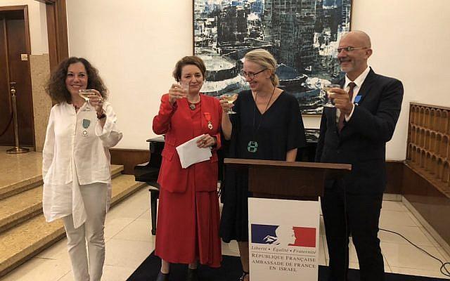 Hélène Le Gal, ambassadrice de France en Israël, entourée de Gila Lustiger, Eva Illouz et Eli Nechama. (Crédit photo : @ambfranceisrael / Twitter)