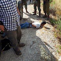 Un suspect palestinien arrêté en possession d'un couteau en Cisjordanie, le 25 août 2019 (Crédit : Sauveteurs sans frontières)