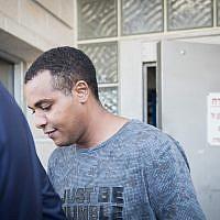 Yonatan Heilo a sa sortie de prison, le 23 juillet 2018. (Crédit : Hadas Parush/Flash90)