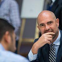 Amir Ohana, mlinistre de la Justice intérimaire le 5 juin 2019, lors d'une réunion du Likud au centre du patrimoine Menachem Begin à Jérusalem, le 11 marsq 2019 (Crédit :  Yonatan Sindel/ Flash90)