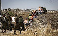 La scène d'une attaque à la voiture-bélier aux abords de l'implantation d'Elazar, en Cisjordanie, le 16 août 2019 (Crédit : Gershon Elinson/Flash90)