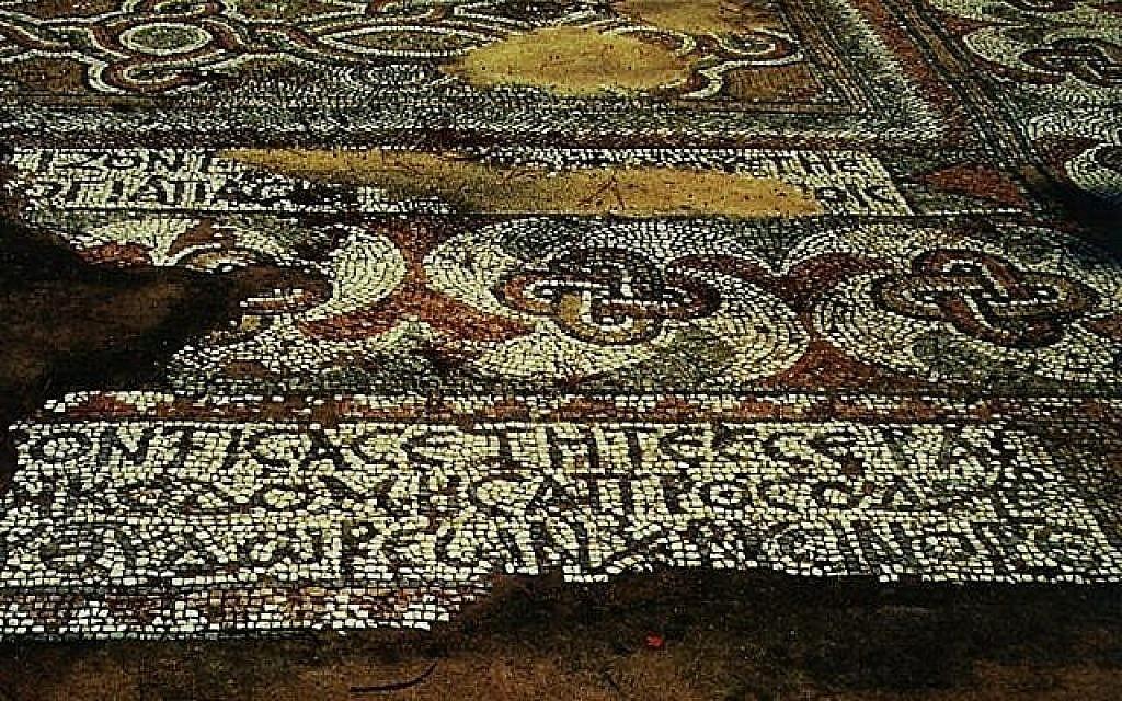 Détail d'une inscription en grec datant du 4e siècle de la synagogue romaniote de l'île d'Égine. (Autorisation : Projet des amis de la mosaïque de la synagogue d'Égine)