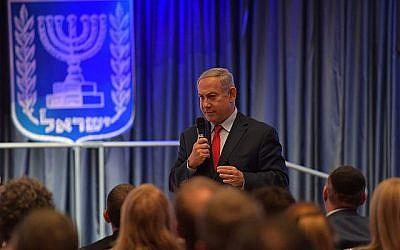 Le Premier ministre Benjamin Netanyahu reçoit 41 élus démocrates de la Chambre des représentants, le 7 août 2019 à Jérusalem. (Crédit : Kobi Gideon/ GPO)