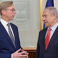 Le Premier ministre Benjamin Netanyahu rencontre Brian Hook, envoyé spécial américain pour l'Iran, à Jérusalem, le 15 novembre 2018. (Crédit : Amos Ben Gershom/GPO)