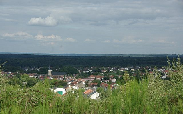 Vue du village de Porcelette, en Moselle. (Crédit : Elge001 / Wikimédia / CC BY-SA 4.0)