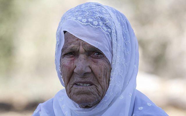 Muftia Tlaib, la grand-mère maternelle de l'élue du Congrès américain Rashida Tlaib, devant chez elle dans le village de Beit Ur al-Fauqa, en Cisjordanie, le 15 août 2019. (Crédit : Abbas Momani/AFP)