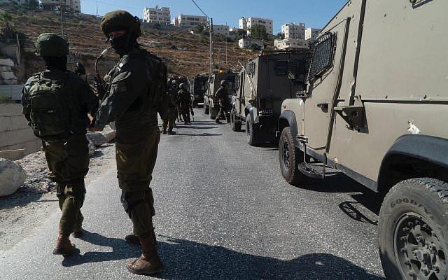 L'armée israélienne en pleine chasse à l'homme à la recherche du tueur de Dvir Sorek, dans le village de Beit Fajjar, en Cisjordanie, le 8 août 2019. (Crédit : armée israélienne)
