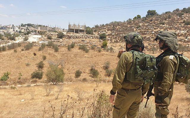 L'armée israélienne mène des opérations de recherche dans la région de Bethléem après que le corps d'un étudiant a été retrouvé près d'une implantation dans le Gush Etzion, le 8 août 2019. (Armée israélienne)