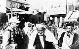 Un soldat nazi dans une rue de Tunis le 9 janvier 1943.  (AP)