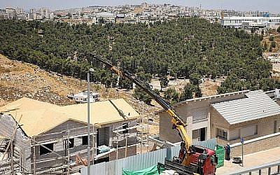 Un chantier de construction dans le quartier de Dagan de l'implantation d'efram, en Cisjordanie le 22 juillet 2019. (Gershon Elinson/Flash90)