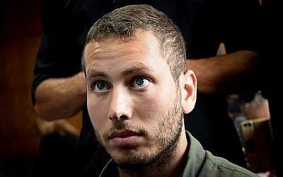 Avner Netanyahu, le fils du Premier ministre Benjamin Netanyahu, lors d'une audience au tribunal concernant sa demande d'éloignement à l'encontre de l'activiste Barak Cohen, au Tribunal de Tel Aviv, le 4 août 2019. (Flash90)