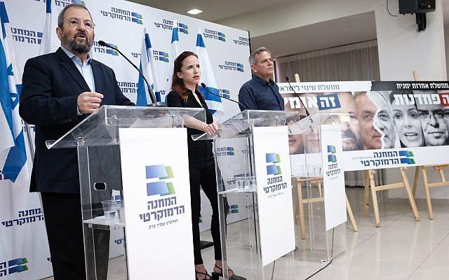 Ehud Barak, un politicien du Camp démocratique, s'exprime lors d'une conférence de presse pour lancer la campagne électorale à Tel Aviv, el 12 août 2019. (Tomer Neuberg/Flash90)