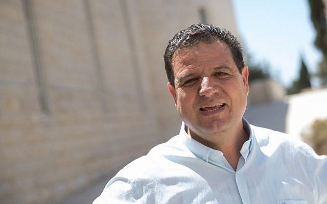 Le député Ayman Odeh, chef de la Liste arabe unie, avant une audience de la Cour suprême à Jérusalem, le 22 août 2019. (Yonatan Sindel/Flash90)