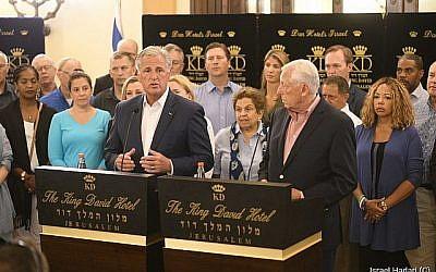 Steny Hoyer, le chef de la majorité de la Chambre des Représentants, à droite, et le chef républicain Kevin McCarthy avec une délégation de membre de la Chambre des Représentants des Etats-Unis en visite à Jérusalem, le 11 août 2019. (Crédit : Hadari Photographie)