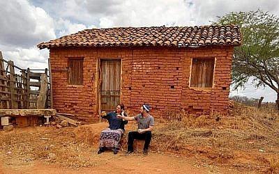 Le rabbin Gilberto Venturas et sa femme, Jacqueline. (Crédit : Sinagoga sem Froteiras via JTA)