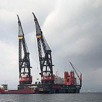 Un navire transportant une grue maritime est en chemin vers Israël pour installer la plateforme Leviathan au large des côtes israéliennes. (Noble Energy)