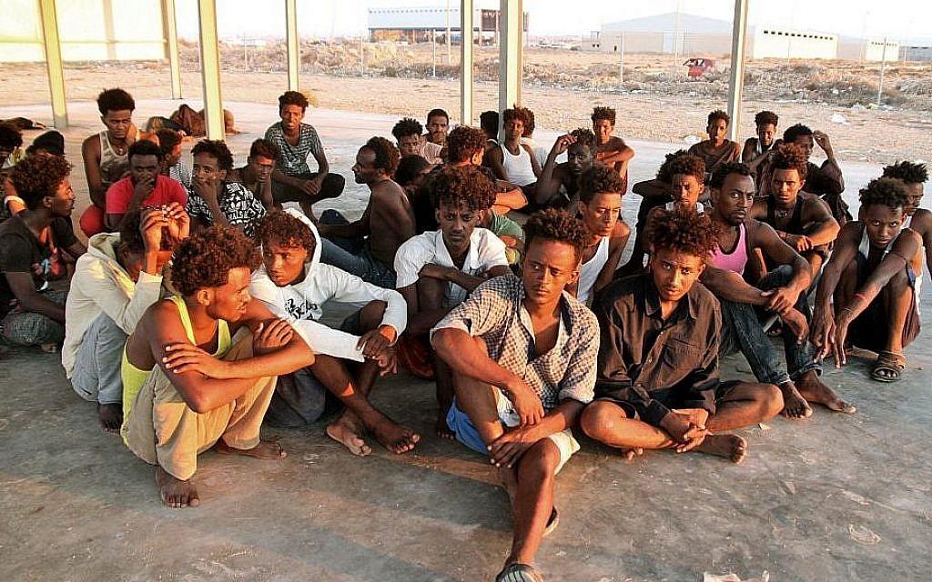 Des migrants secourus sur la côte de Khoms, à environ 120 kilomètres de la capitale libyenne de Tripoli, le 26 juillet 2019 (Crédit : AFP)