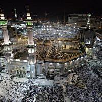 Les pèlerins musulmans se rassemblent à la Grande Mosquée de La Mecque, la ville sainte de l'Arabie saoudite, le 7 août 2019, avant le début du pèlerinage annuel du Hadj dans cette ville sainte. (Photo par FETHI BELAID / AFP)