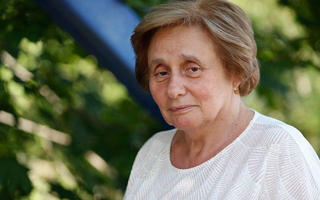 Ernestine Ronai, une figure historique française de la lutte contre la violence faite aux femmes pose lors d'une interview, le 27 août 2019 à Paris. (Crédit : Zakaria ABDELKAFI / AFP)