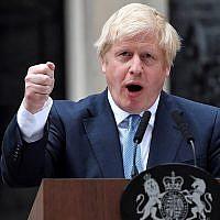 Le Premier ministre britannique Boris Johnson fait une déclaration devant le 10 Downing Street, dans le centre de Londres, le 2 septembre 2019 (Crédit : Ben STANSALL / AFP)