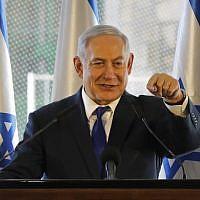 Le Premier ministre Benjamin Netanyahu prononce un discours à Hébron lors d'un événement marquant l'anniversaire des émeutes de 1929 à Hébron, le 4 septembre 2019. (MENAHEM KAHANA / AFP)