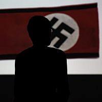"""Un drapeau nazi à l'exposition """"Design of the Third Reich"""" au Design Museum Den Bosch à Hertogenbosch, au Pays-Bas, le 17 septembre 2019. (Crédit : Kenzo TRIBOUILLARD / AFP)"""