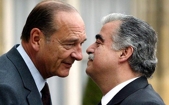 Le président français Jacques Chirac reçoit le Premier ministre libanais Rafic Hariri à Paris, le 25 avril 2003. (Crédit : PATRICK KOVARIK / AFP)