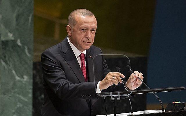 Le président turc Recep Tayyip Erdogan s'exprime lors de la 74e Assemblée générale de l'ONU à New York, le 26 septembre 2019. (Crédit : Don Emmert / AFP))