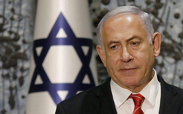 Le Premier ministre Benjamin Netanyahu s'exprime lors d'une conférence de presse à la Résidence du Président à Jérusalem après avoir été chargé par le Président Reuven Rivlin (hors cadre) de former un nouveau gouvernement, le 25 septembre 2019. (Menahem Kahana/AFP)