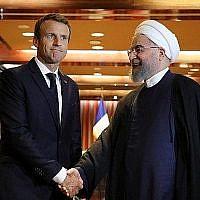 Le président iranien Hassan Rouhani  rencontre Emmanuel Macron en marge de la 74e Assemblée générale de l'ONU à New York, le 26 septembre 2019. (Crédit : Ludovic MARIN / AFP)