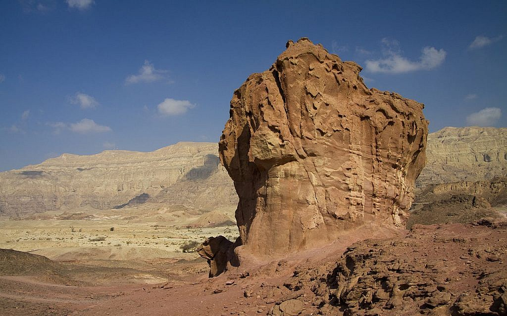 Rocher en champigon, résultat de l'érosion éolienne, dans le parc national de Timna, dans le sud d'Israël. (CC via Wiki Commons)