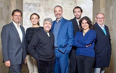 """Des représentants de l'Union libérale israélite de France (ULIF) et le Mouvement juif libéral de France (MJLF) présentent leur nouvelle structure """"Judaïsme en mouvement"""", qui a pour objectif de fédérer toutes les """"communautés attachées à la modernité du judaïsme"""" en France. (Crédit : Facebook)"""