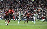 Paul Pogba de Manchester United marque un premier but lors d'une rencontre avec West Ham United à Old Trafford à Manchester, en Angleterre, le 13 avril 2019 (Crédit :  AP/Rui Vieira)