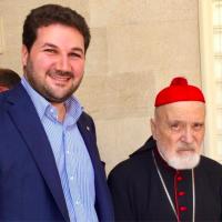 Nadim Gemayel avec le cardinal Nasrallah Boutros Sfeir. (Crédit : Nadim Gemayel / Twitter)
